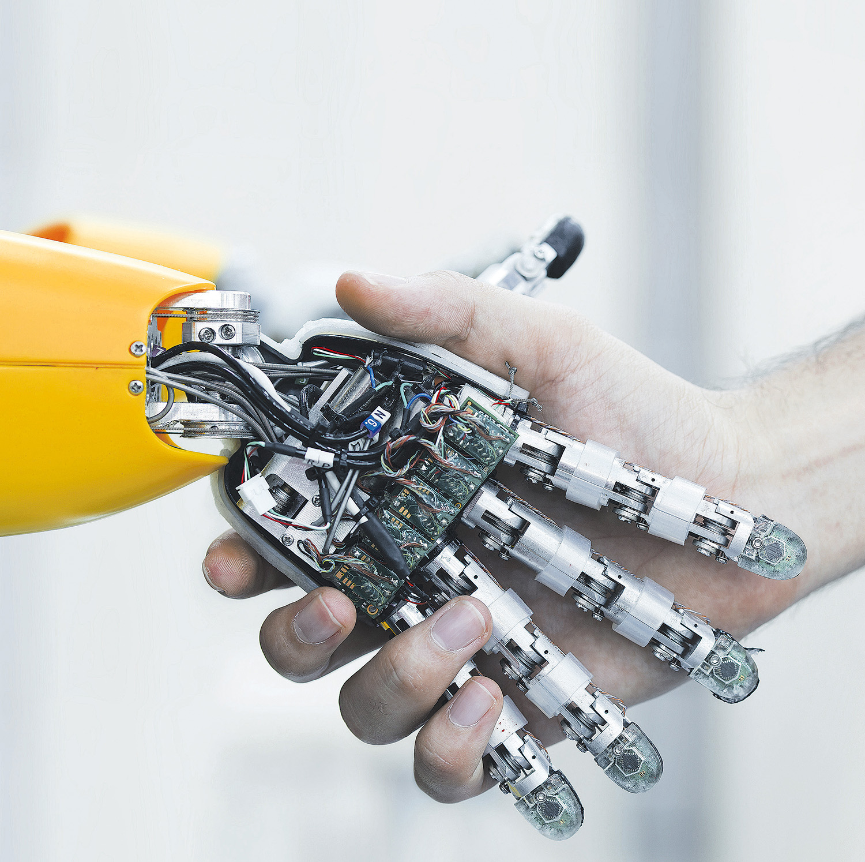 Mensch und Maschine geben sich die Hand
