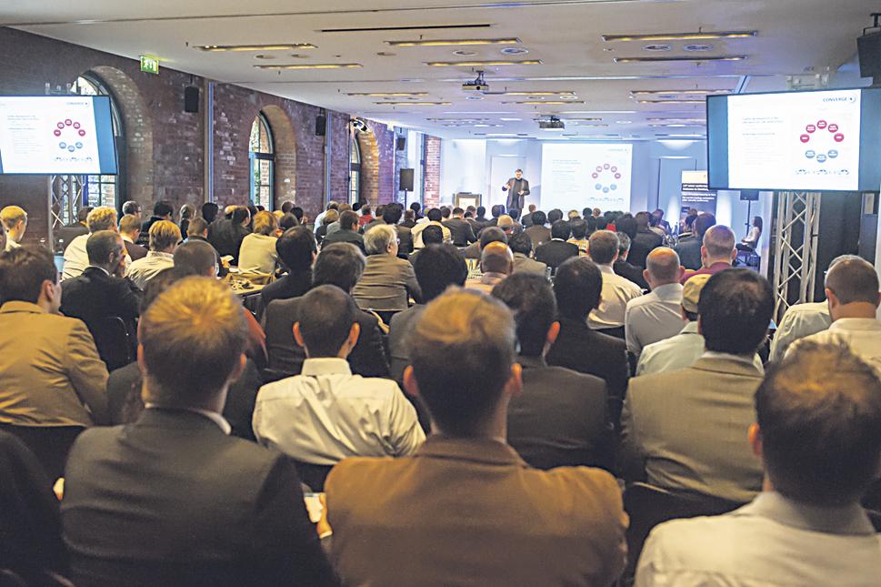 Besucher der CYBICS-Konferenz bei einem Vortrag