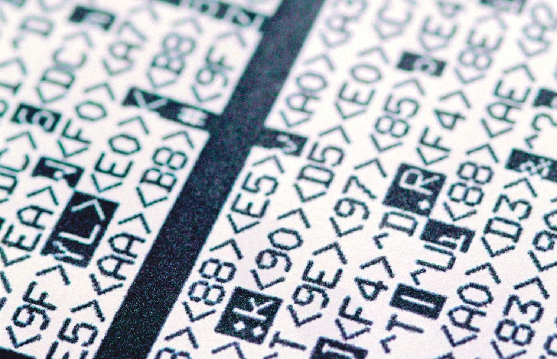 Detail eines mit kryptischen Ziffern bedruckten Blattes