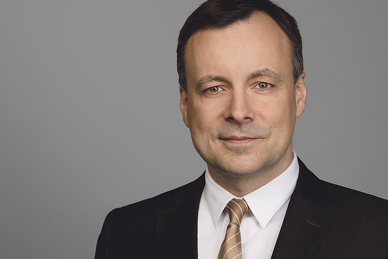 Portraitbild von Dr. Holger Mühlbauer